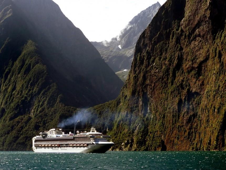 cruise-ship-1775445.jpg
