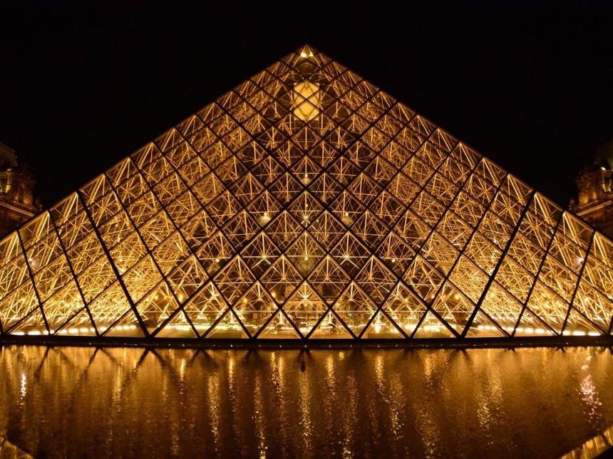 paris_piramide_-_ridotta.JPG