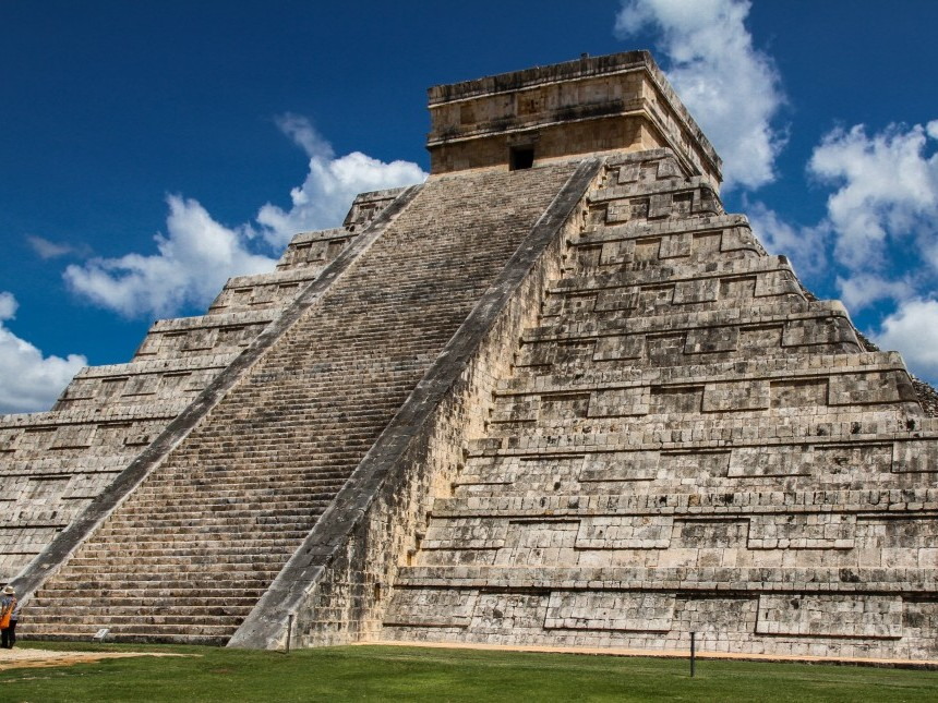 pyramid-10939241.jpg