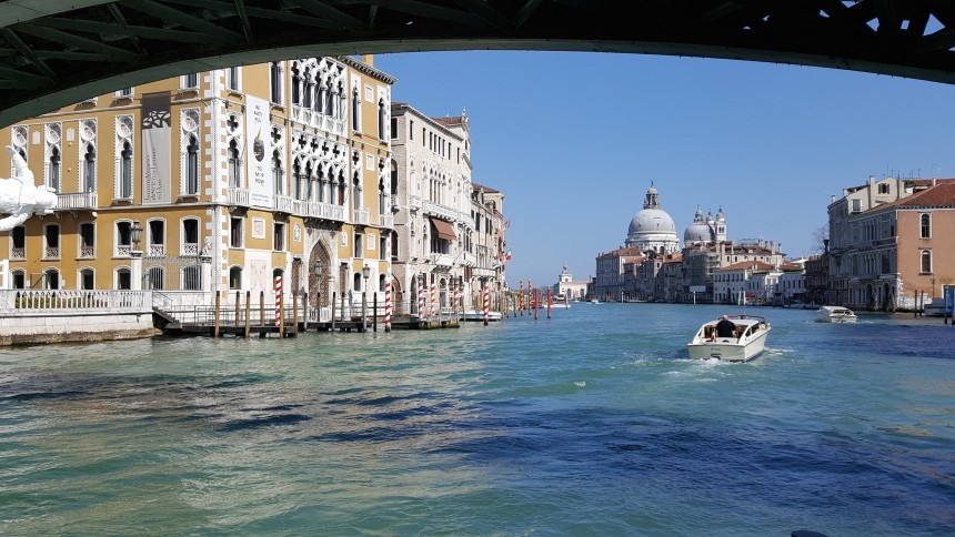 water_taxi_venice.jpg