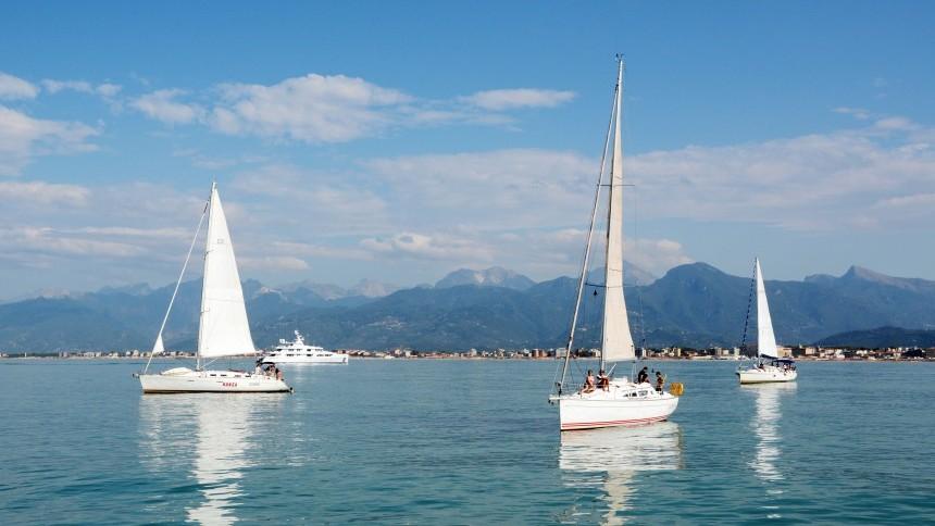 sailing-in-viareggio.jpg