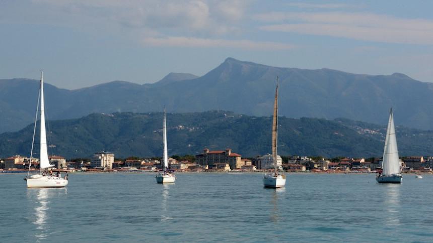 sailing team building viareggio